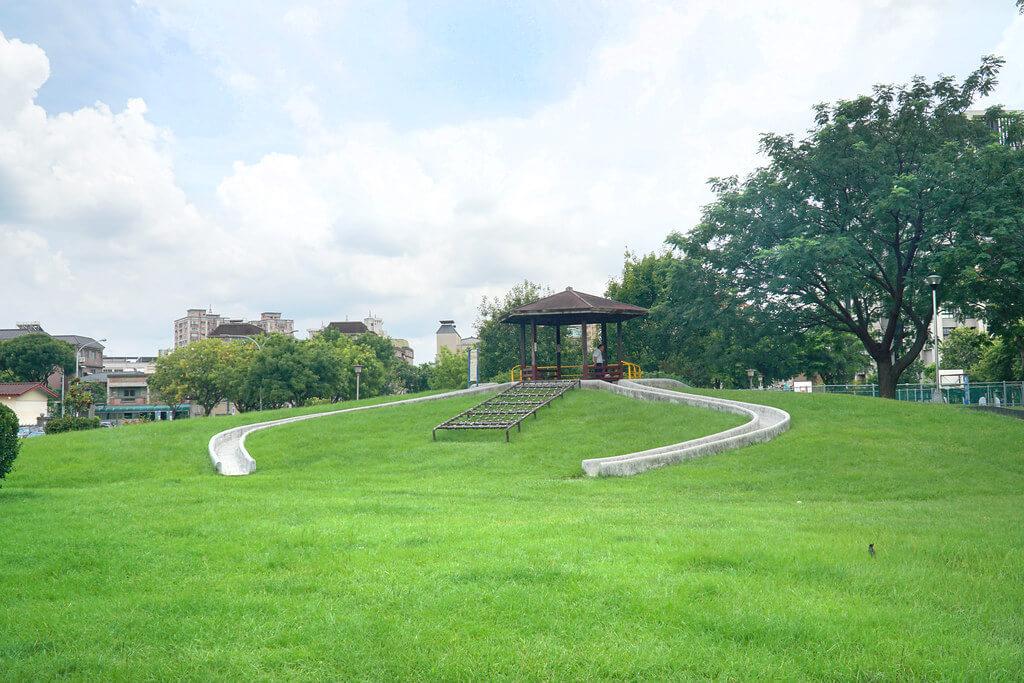 精晨臻城鄰近軍福公園